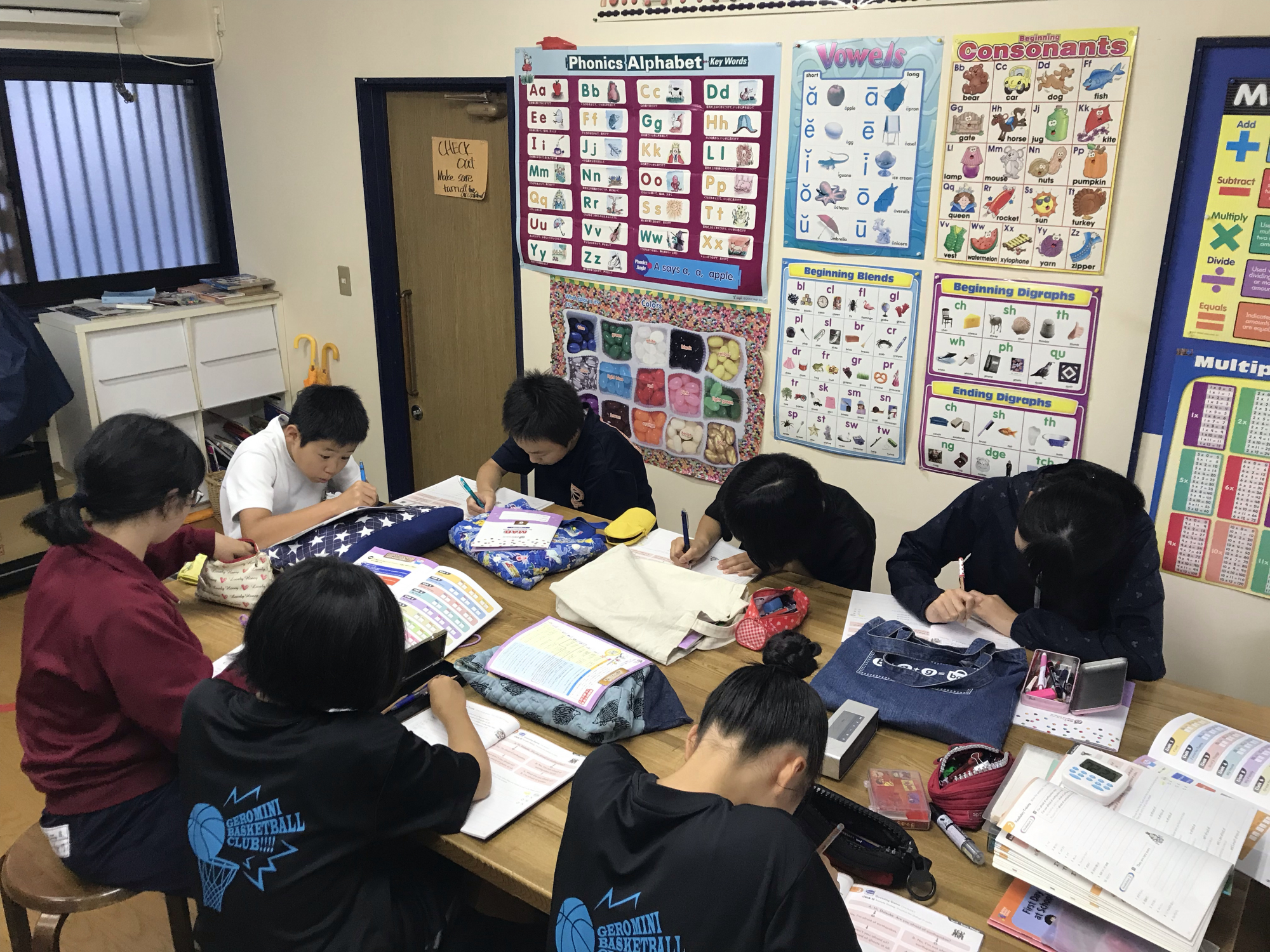 Lots of writing! 6年生クラス(下呂教室)