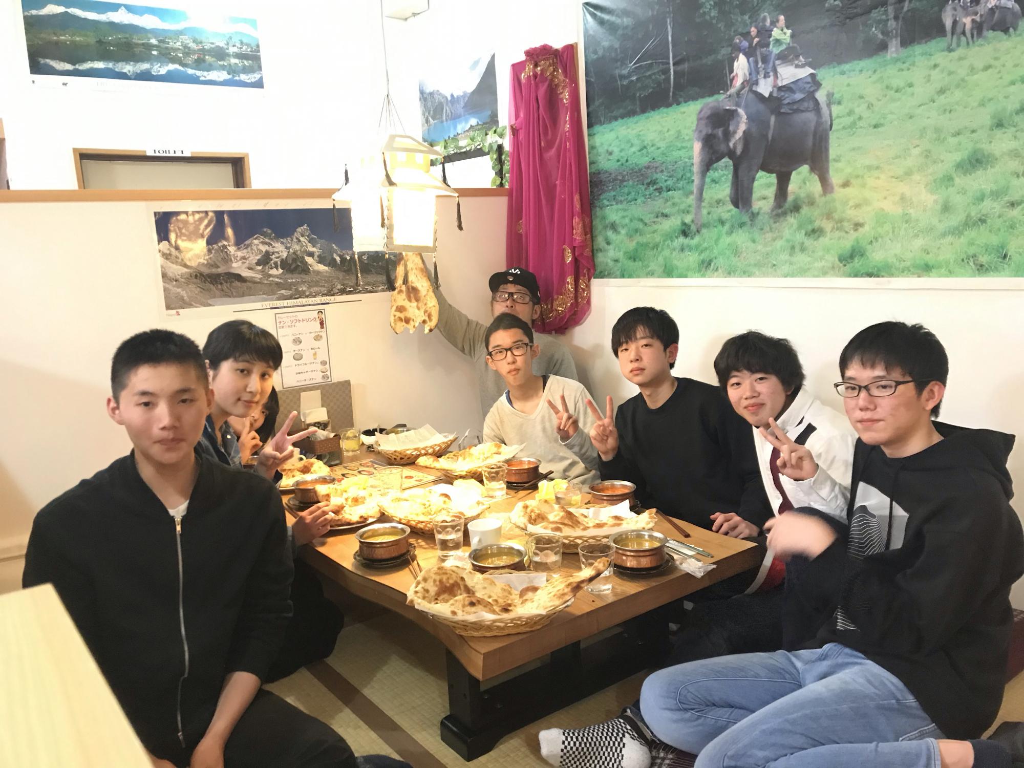 卒業生とお食事会。